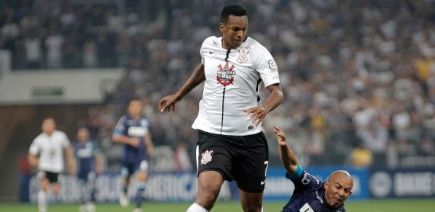 Jô citou queda de rendimento do Corinthians contra o Racing