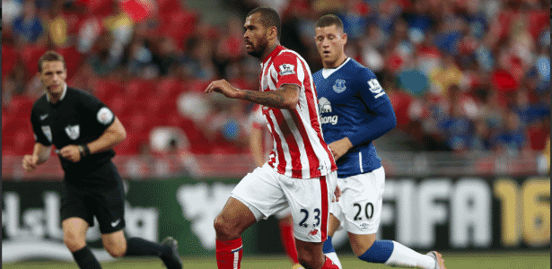 O ex-zagueiro Dionatan Teixeira em jogo pelo Stoke City em 2014 - Divulgação/Stoke City FC