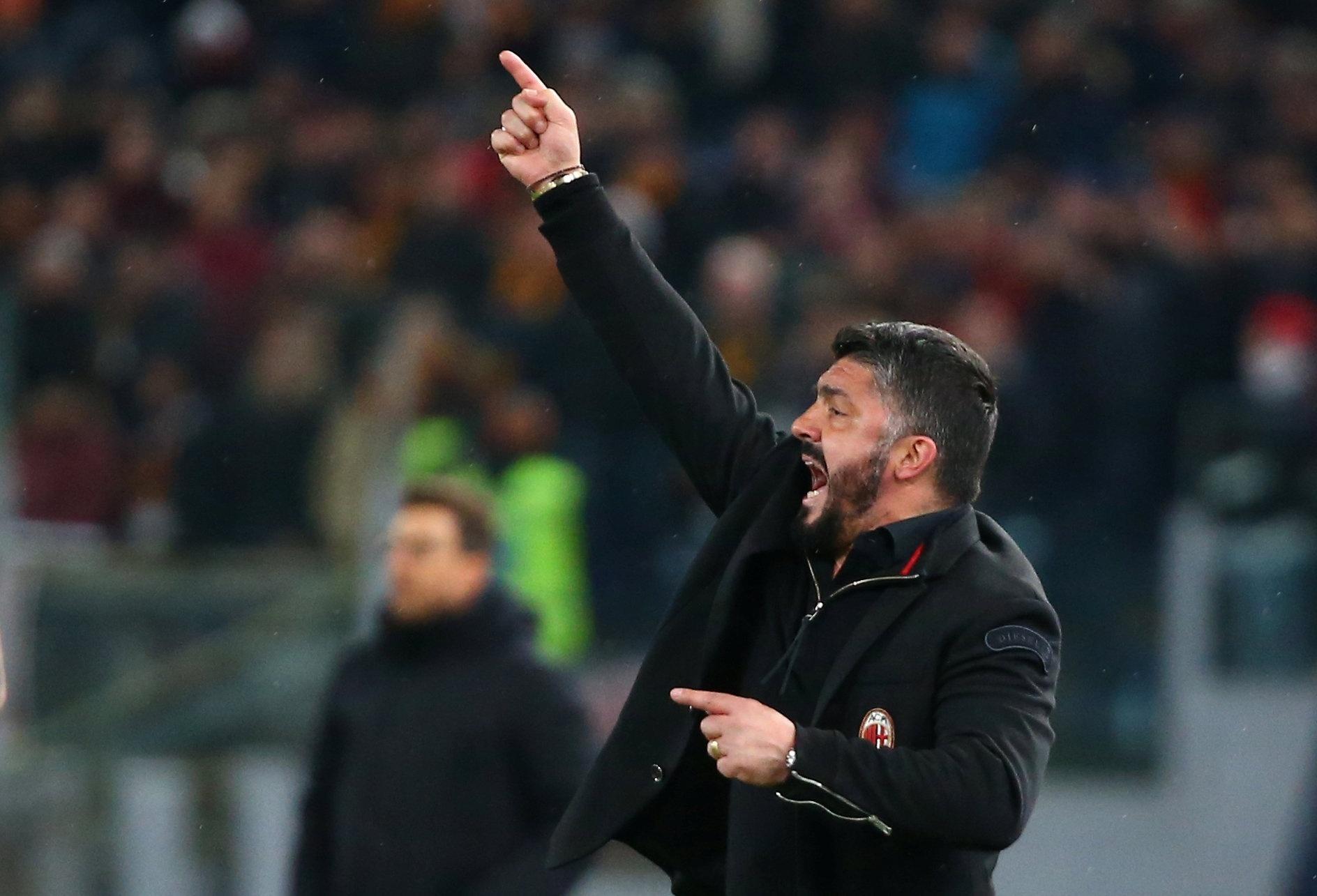Gattuso gesticula na vitória do Milan de 2 a 0 sobre a Roma