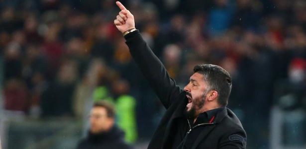 Gattuso gesticula durante jogo do Milan contra a Roma