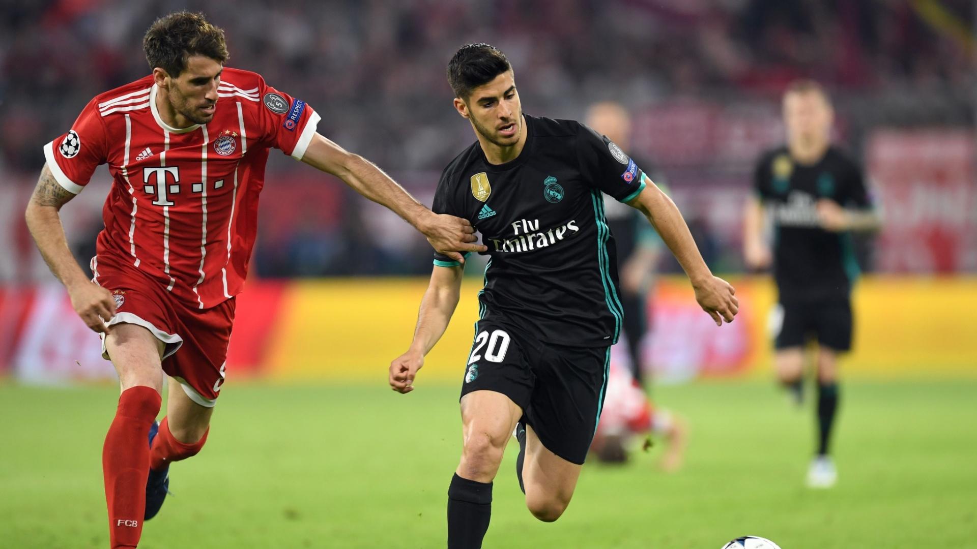 Javi Martínez (E) e Asensio em Bayern de Munique x Real Madrid, pela Liga dos Campeões