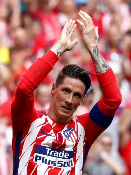 Fernando Torres cumprimenta a torcida durante seu última jogo pelo Atlético de Madri contra o Eibar, em 2018 - JUAN MEDINA/Reuters