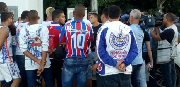 Integrantes da organizada Bamor conversam com jogadores do Bahia no Fazendão - Divulgação