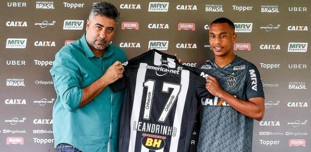Atacante vestirá a camisa 17 e foi apresentado por Alexandre Gallo, diretor de futebol - Bruno Cantini/Atlético-MG