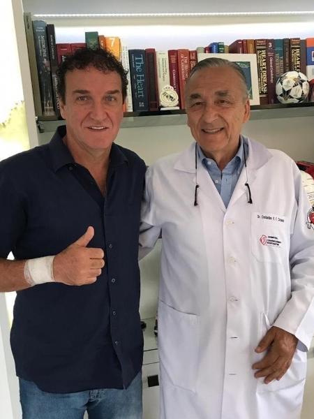 Dr. Constantini ao lado de Cuca: sem concessões para diminuir o descanso - Arquivo Pessoal