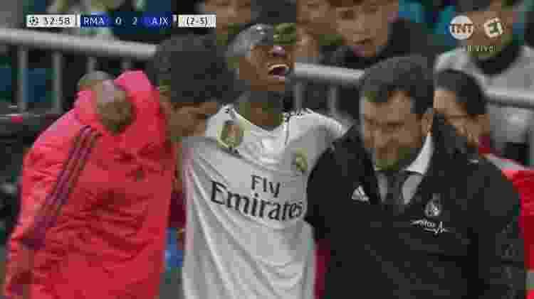 Vinicius Jr sai de campo chorando após se lesionar na Liga dos Campeões - Reprodução - Reprodução