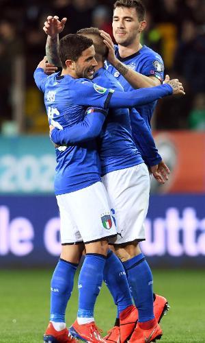 Verratti e Jorginho comemoram gol da Itália contra Liechtenstein