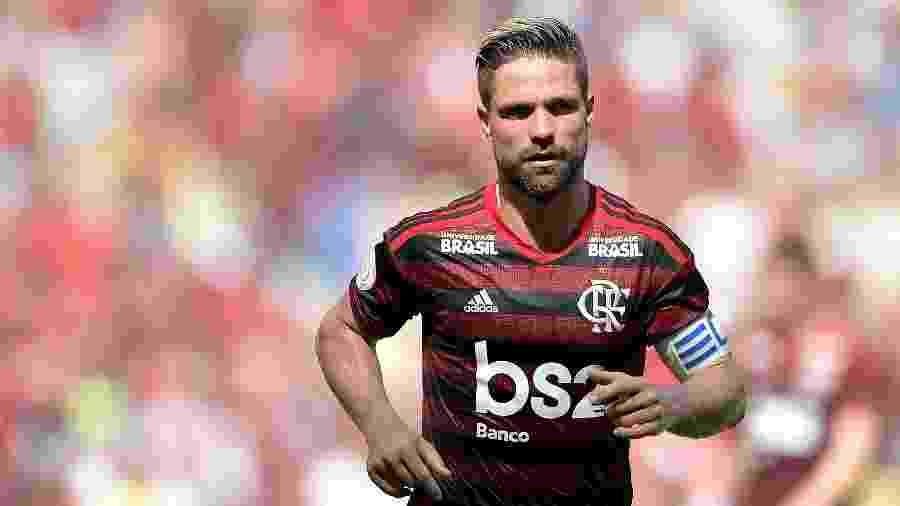 O meia Diego volta ao time do Flamengo na partida contra o Athletico-PR - Thiago Ribeiro/AGIF