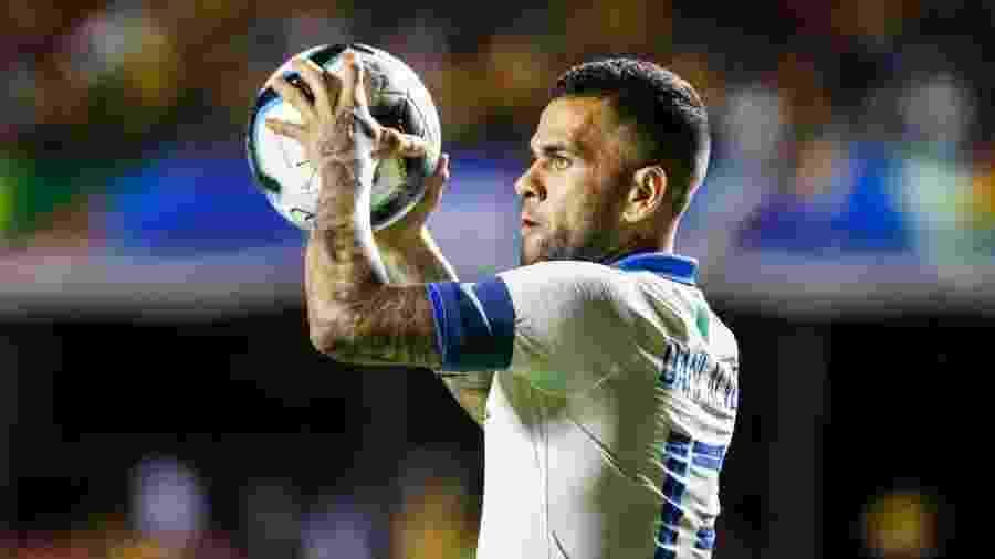 Daniel Alves no jogo Brasil x Bolívia na Copa América - Lucas Lima/UOL