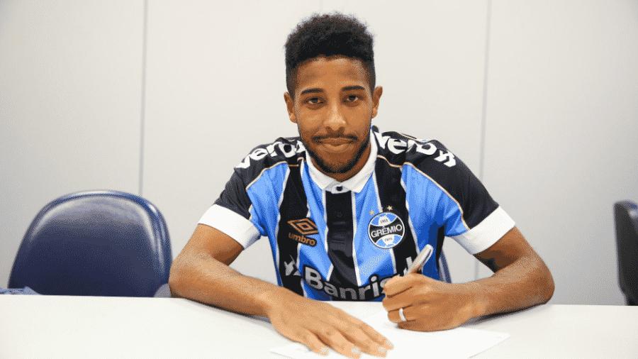 Guilherme Guedes, lateral do Grêmio, retomou atividades de olho em volta ao time - Divulgação