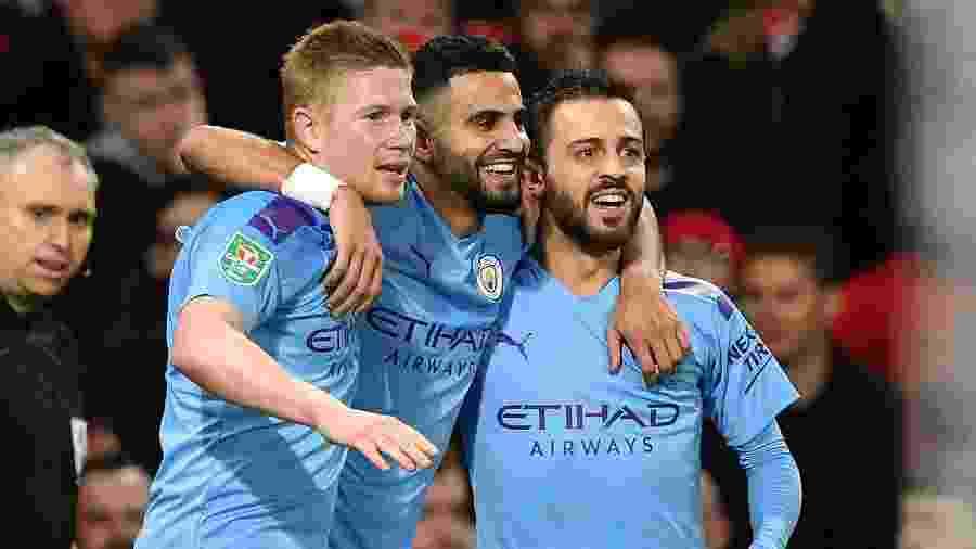 De Bruyne (à esq.) comemora gol sobre o Manchester United com os companheiros - Paul ELLIS / AFP
