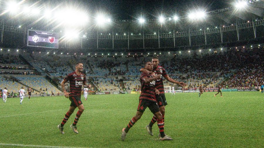 Jogadores do Flamengo comemoram no Maracanã em jogo contra o Vasco pela 2ª rodada do Carioca - Thiago Ribeiro/AGIF