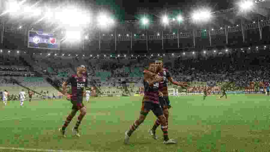 Jogadores do Flamengo comemoram no Maracanã em jogo contra o Vasco - Thiago Ribeiro/AGIF
