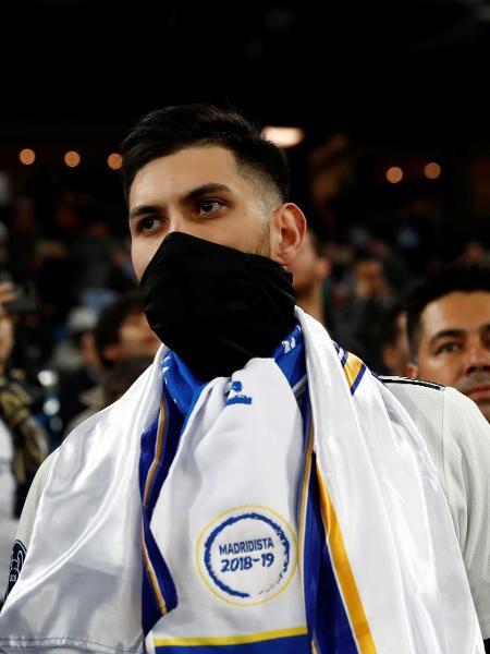 Torcedor com máscara para se proteger da propagação do coronavirus em jogo do Campeonato Espanhol.  - Susana Vera/Reuters