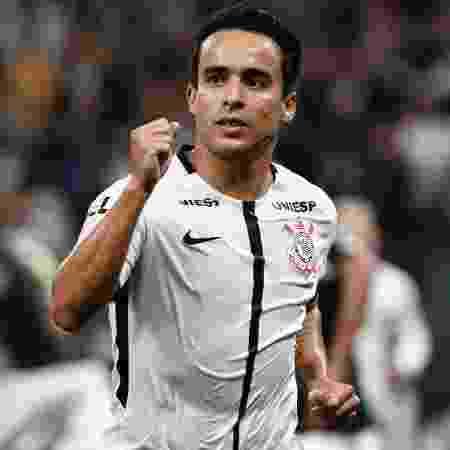 Jadson comemora gol do Corinthians contra a Ponte Preta, em 2017 - Miguel Schincariol/Getty Images