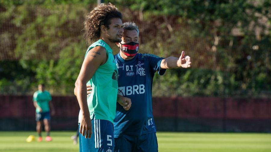 Flamengo faz último treino antes de viagem para o Equador