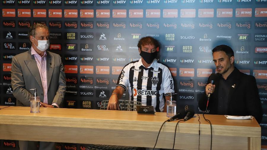 Sérgio Coelho, Cuca e Rodrigo Caetano estão de olho no mercado em busca de oportunidades - Pedro Souza/Atlético-MG