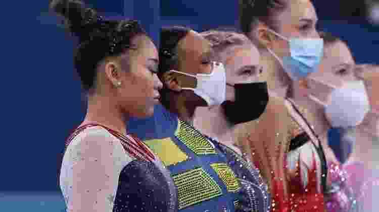 Rebeca Andrade ao lado da campeã Suni Lee e de Angelina Melnikova, russa que ficou com o bronze - Ricardo Bufolin/CBG - Ricardo Bufolin/CBG