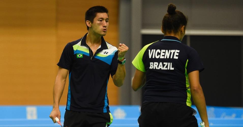 Alex Tjong vibra com ponto conquistado na semifinal de duplas mistas do badminton. Ao lado de Lohaynny Vicente, ele acabou sendo derrotado e ficou com a medalha de bronze