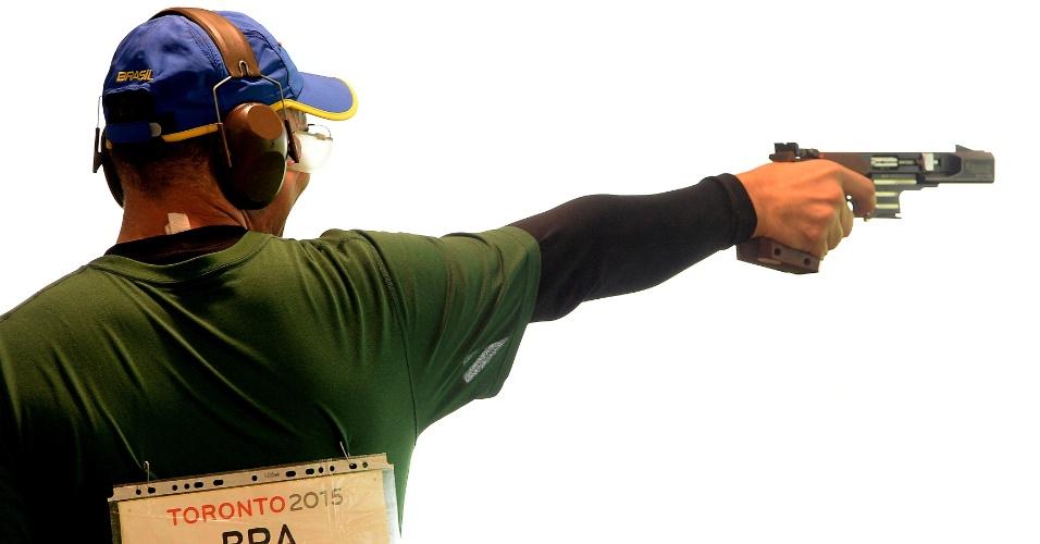 Emerson Duarte terminou na terceira colocação da classificatória da pistola tiro rápido 25m