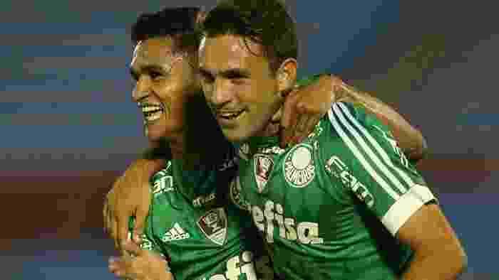 Erik e Allione comemoram primeiro gol marcado pelo Palmeiras contra o Libertad - Palmeiras/Divulgação