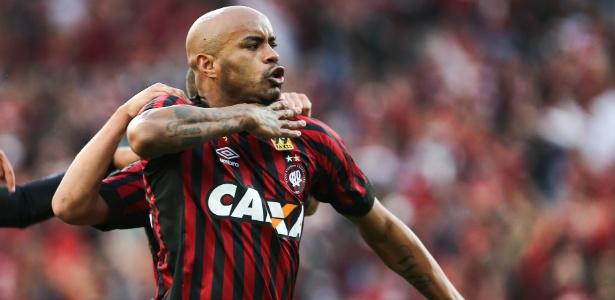 Defensor tenta romper vínculo com clube uruguaio. 'Vai ser pela Fifa', diz agente