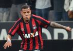 Ponte Preta encaminha acerto com alvo do Inter e atacante do Figueirense - Marco Oliveira/Site Oficial do Atlético-PR