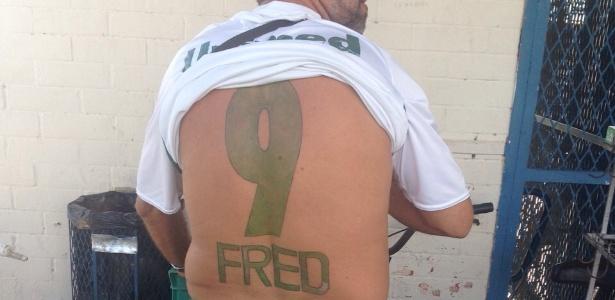 Torcedor do Fluminense tatuou camisa de Fred nas costas