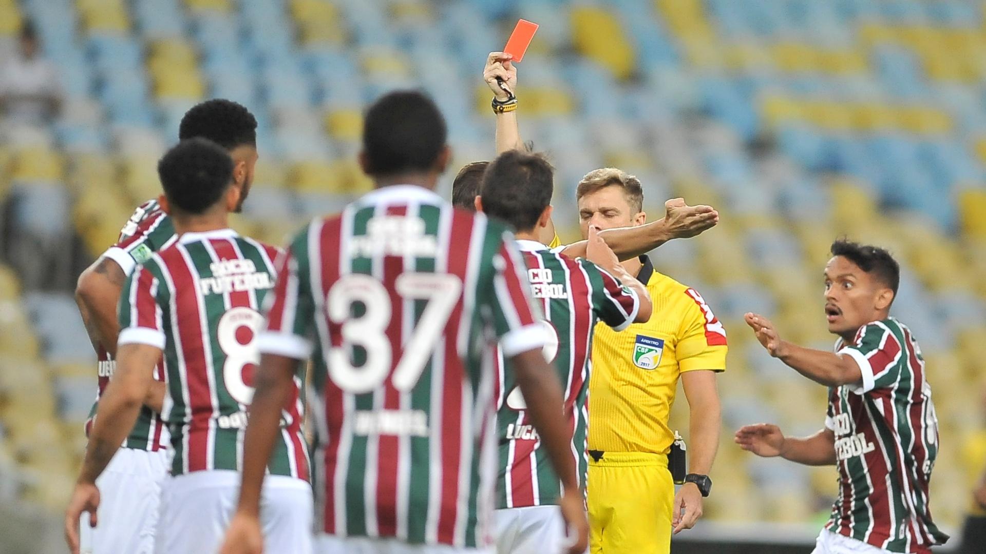 Thiago Duarte Peixoto expulsa Nogueira após entrada em Luan