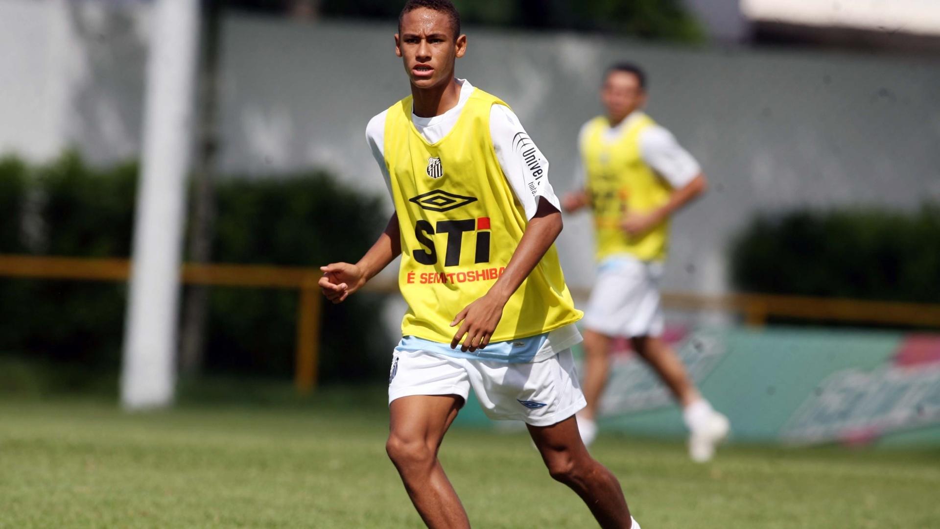Neymar treina com o Santos no CT Rei Pelé, em abril de 2009