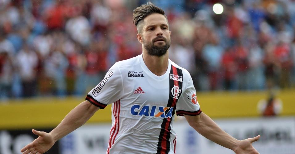 Meia Diego comemora seu gol pelo Flamengo contra o Atlético-GO