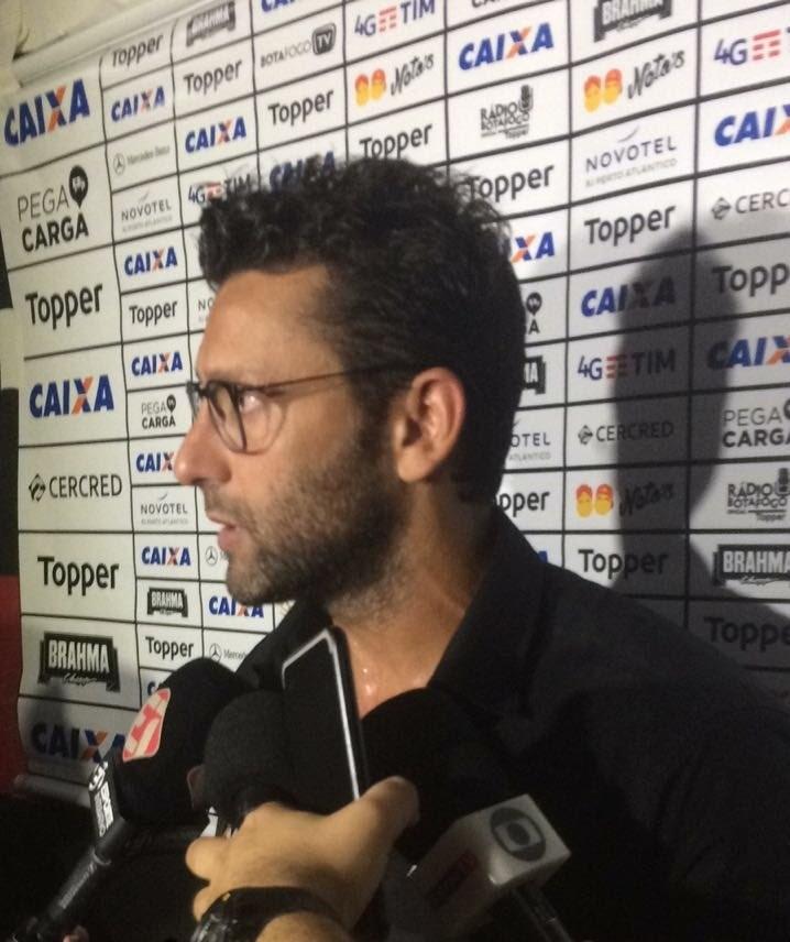 Alberto Valentim fala com a imprensa após o jogo Sport x Botafogo pelo Campeonato Brasileiro