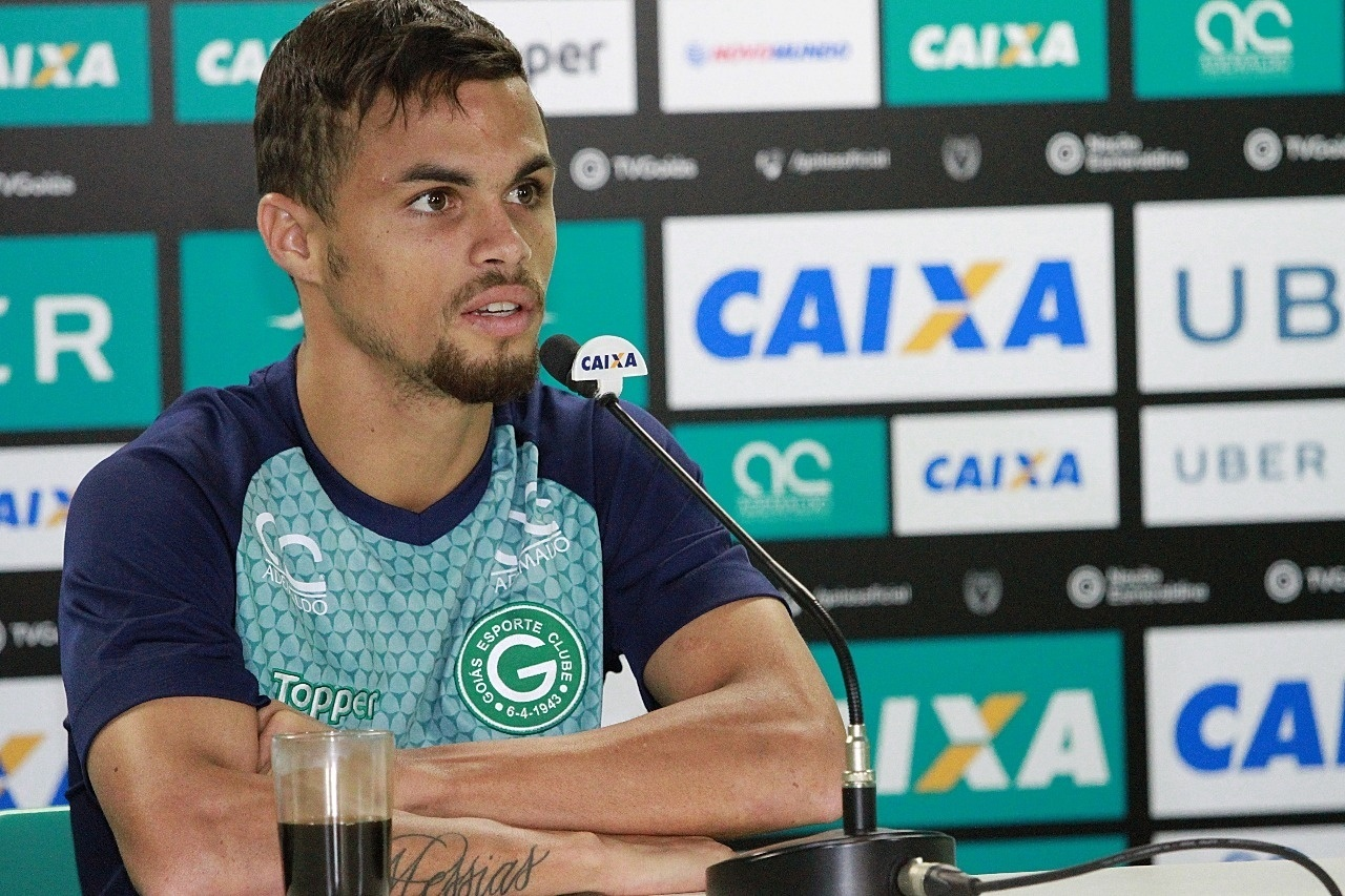 Michael, atacante do Goiás, durante entrevista coletiva