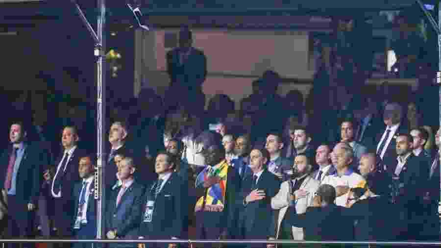 Presidente Jair Bolsonaro (centro) acompanhou estreia da seleção na Copa América em tribuna VIP do Morumbi - Divulgação