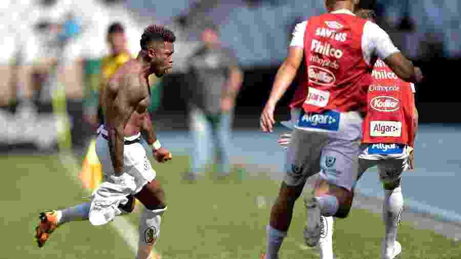 Santos empatou na liderança com o Palmeiras - Thiago Ribeiro/AGIF