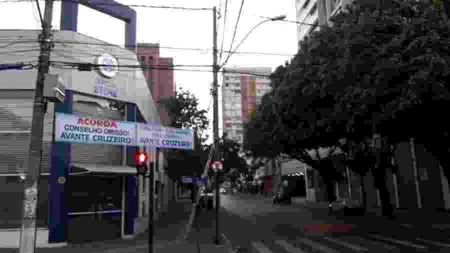 Novas faixas contra a diretoria foram espalhadas próximas à sede do clube, no Barro Preto, e na região da Pampulha - Reprodução/Internet