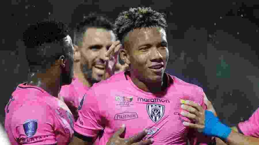 Jhon Sánchez comemora gol pelo Independiente del Valle na final da Copa Sul-Americana - foi o segundo dos 3 a 1 - REUTERS/Jorge Adorno