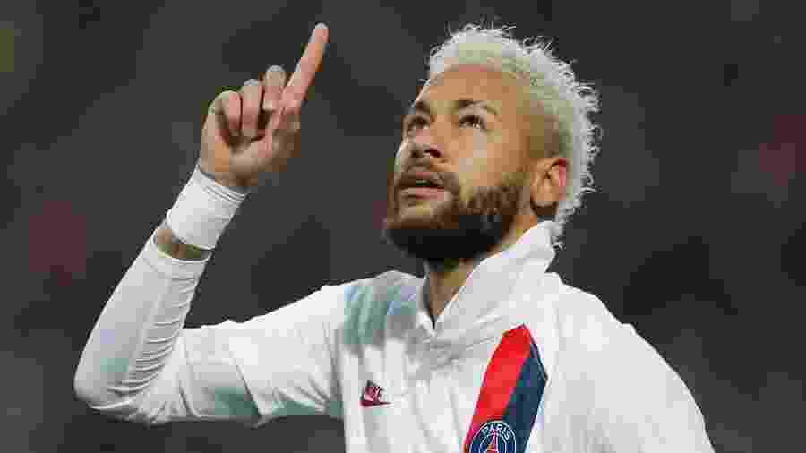 Neymar comemora após marcar pelo PSG contra o Lille - Pascal Rossignol/Reuters