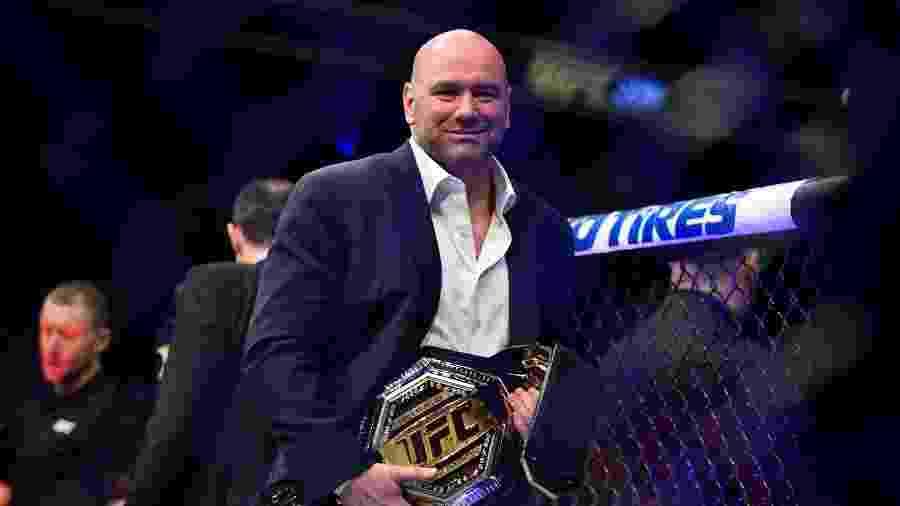 Dana White exibe cinturão do UFC - Brandon Magnus/Zuffa LLC via Getty Images