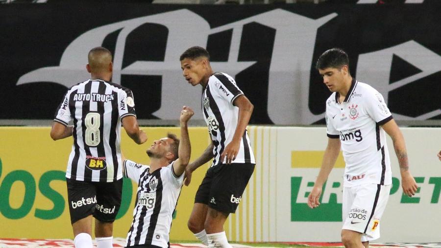 Hyoran comemora um dos gols do Atlético-MG sobre o Corinthians, em jogo do Brasileirão 2020 - Fernando Moreno/AGIF