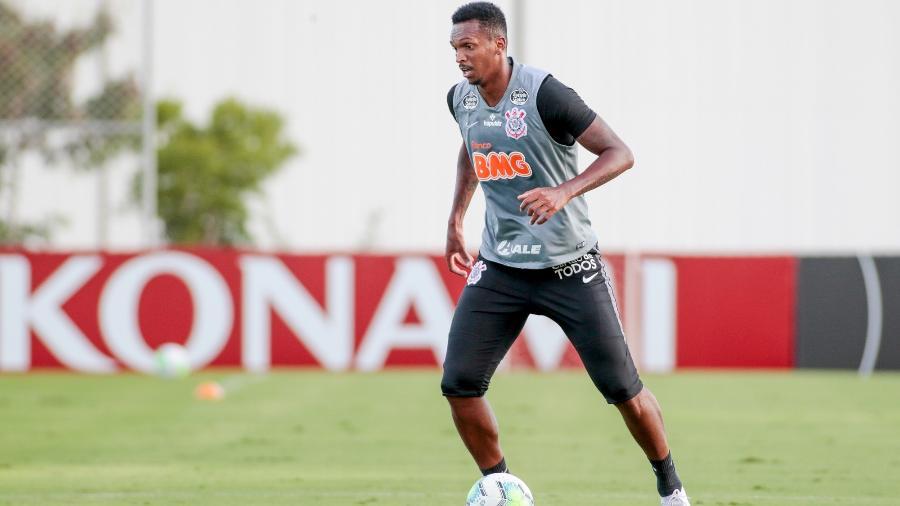 Após cumprir quarentena por ter sido infectado com coronavírus, o atacante Jô retornou e já treinou com o grupo - Rodrigo Coca/Agência Corinthians