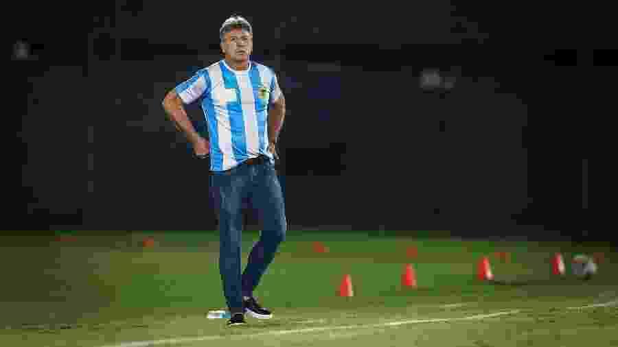 Renato Gaúcho com a camisa da Argentina em homenagem a Maradona - Lucas Uebel/Grêmio