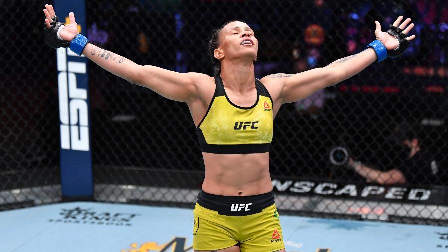 Amanda Lemos comemora vitória sobre Livinha Souza no UFC 259 - Jeff Bottari/Zuffa LLC