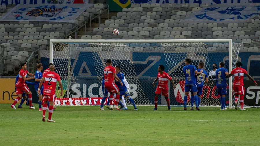 Cruzeiro estreou dentro de casa na Série B, mas voltou a ser derrotado no campeonato - Alessandra Torres/AGIF