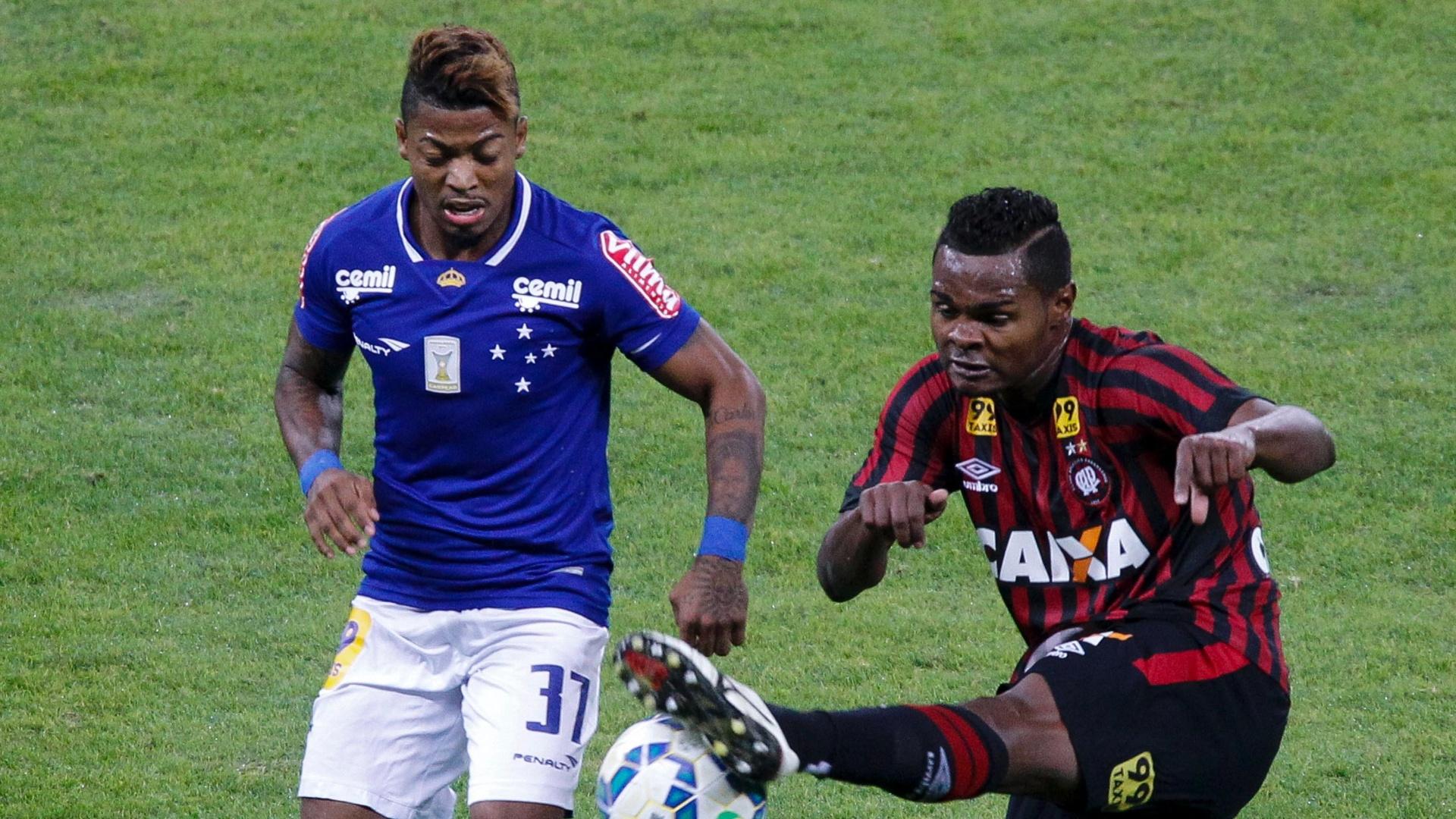 Marinho estreou com gol no triunfo do Cruzeiro sobre o Atlético-PR