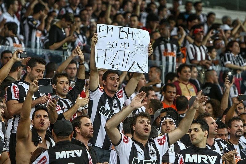 Torcedor do Atlético-MG tira onda no duelo entre Pratto e Pato