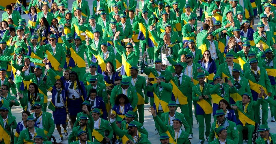 Em menor número, o azul do uniforme das mulheres foi menos presente que o verde da roupa dos homens na participação da delegação brasileira na cerimônia de abertura do Parapan