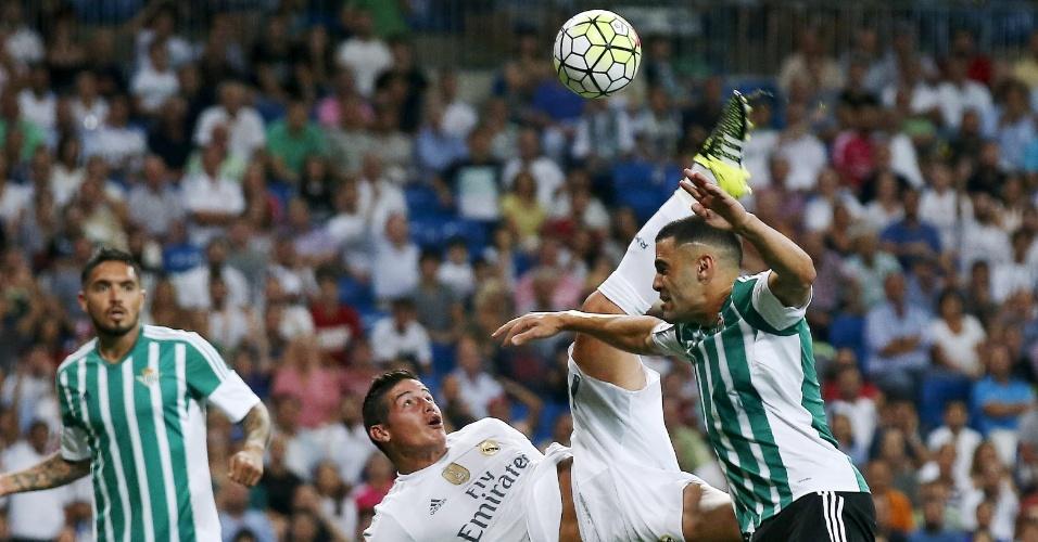 James Rodriguez acerta linda bicicleta e marca para o Real Madrid