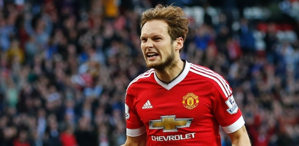 Daley Blind comemora gol do Manchester United sobre o Liverpool