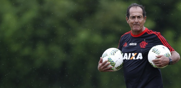 Muricy Ramalho comanda treino do Flamengo durante a pré-temporada: dia de estreia